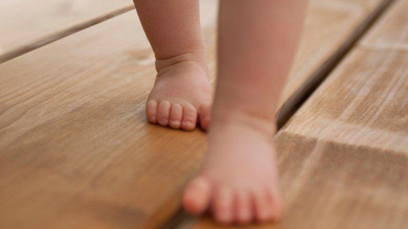 http://laoujetemmenerai.free.fr/wp-content/2013/05/bebe-pieds-nus.jpg